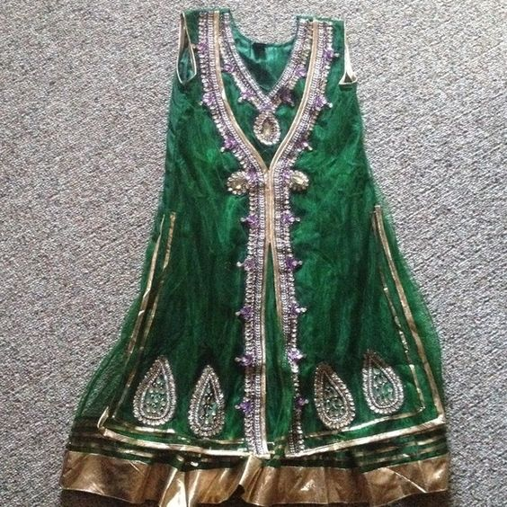 Green/purple anarkali Beautiful 3piece green/purple anarkali size 39. Has attachable sleeves included. Dresses