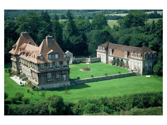Distillerie du Château du Breuil au Breuil en Auge dans le Calvados  : Produits : Calvados, cidre, pommeau et autres produits à base de Calvados.