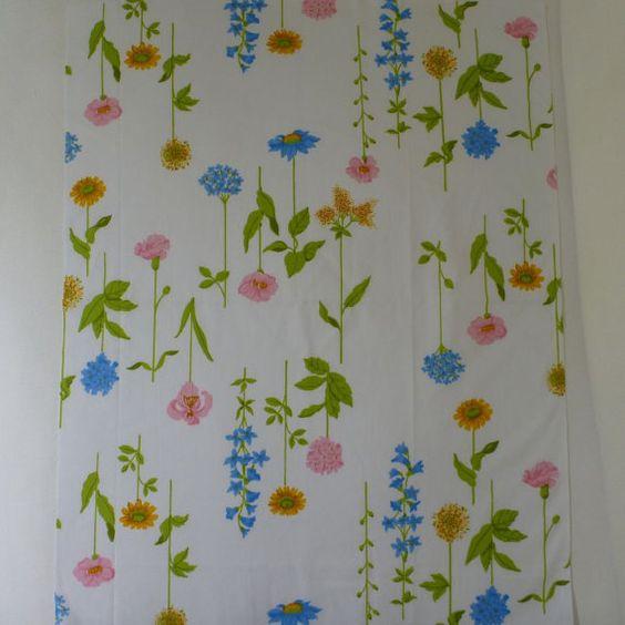 1970's vintage sheet fabric fat quarter wildflower by sosovintage on Etsy