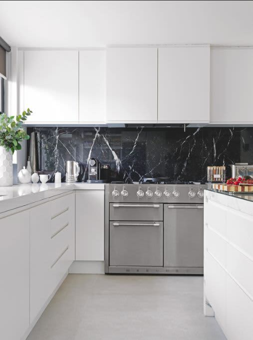 Why Black Marble Is Giving White Marble The Boot In The Kitchen Interior Design Kitchen White Modern Kitchen Modern Kitchen Interiors