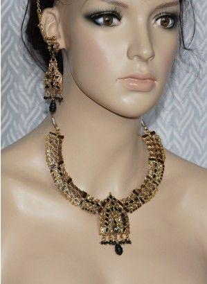 Blackwith Clear polki stone necklace set
