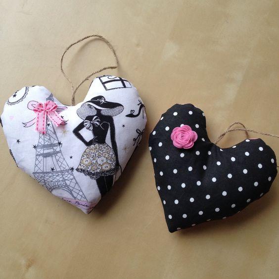 2 coeurs suspendre la parisienne n 2 r tro chic en tissu noir pois et noeud rose assorti. Black Bedroom Furniture Sets. Home Design Ideas