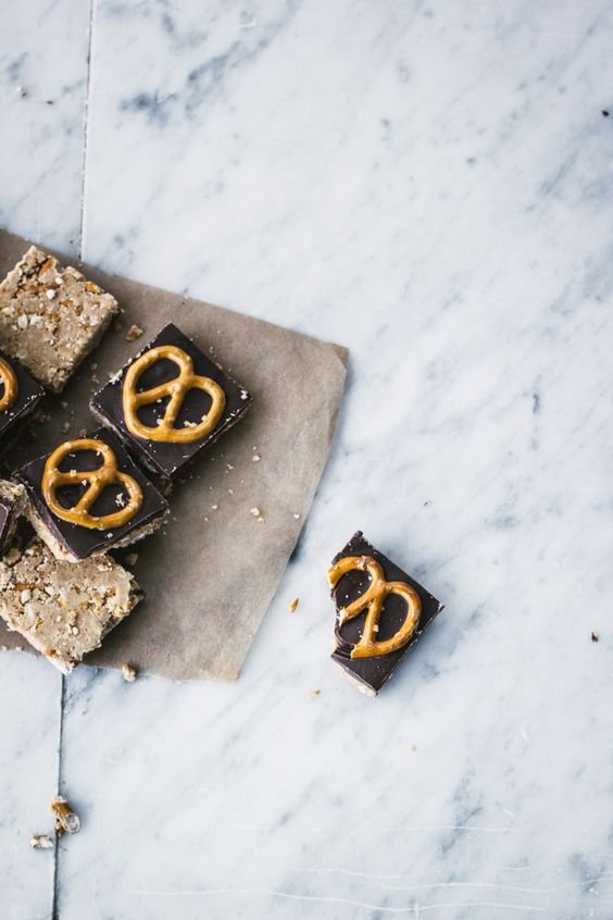 Peanut Butter & Pretzel Bars -- no bake as written about by blogger Top With Cinnamon