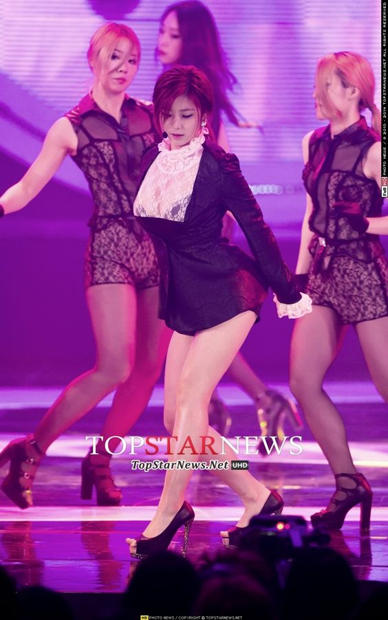 Hyosung Goodnight Kiss live