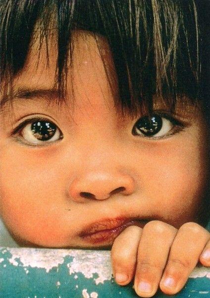 Hermosa mirada color inocencia: