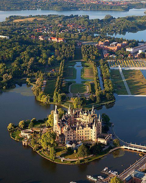 Vista aérea del castillo de Schwerin , Alemania