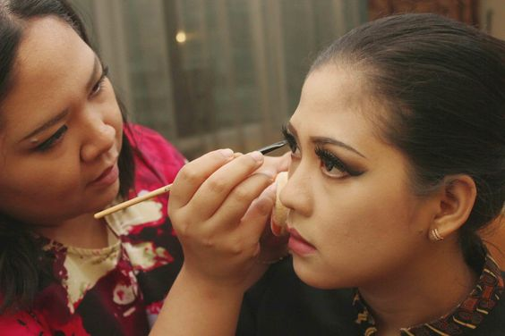 Yes, I am a makeup artist and used to take Makeup Job too :)
