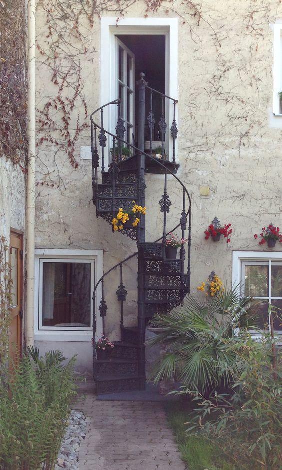 Schinkel Treppe Gusseiserne Wendeltreppe 125 cm www.gusstreppen-spilker.de