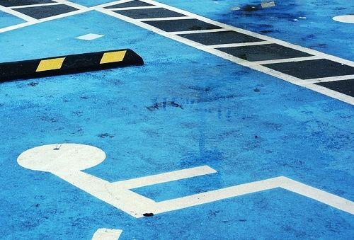Respeta los lugares de estacionamiento para personas con discapacidad. Piensa que no te corresponden y que jamás quisieras que eso fuese así. #TuRadioVialInformativa