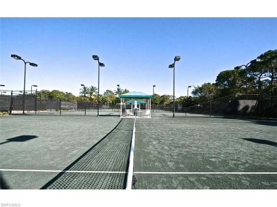 Sterling Oaks Clubhouse Tennis Courts