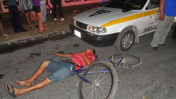 Policiacas: Colisiona ciclista contra taxi 1632