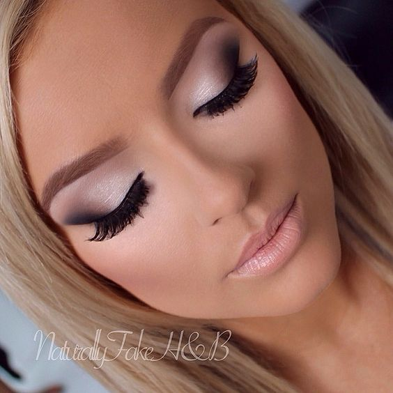 I mean could this girls makeup get any more perfect?: