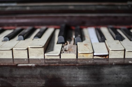 Broquen Piano - null - All About Cuba http://www.Cuba-Junky.com