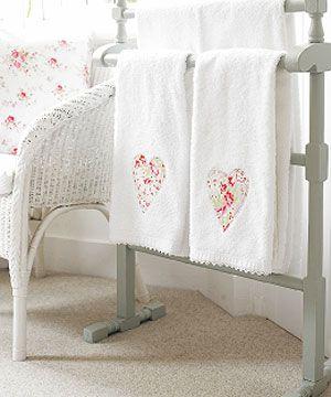 http://craftstew.com/wp-content/uploads/2009/06/applique-hand-towels.jpg