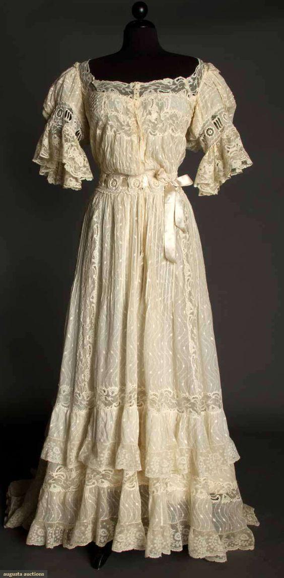 Ivory Lawn & Lace Tea gown, c. 1905.