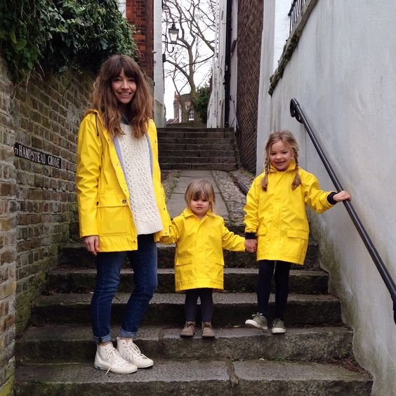 Courtney from babyccino kids and her little daughters wearing Petit Bateau iconic raincoats - http://www.petit-bateau.fr/?CMP=SOC_11732SOU=TYP=SOCKW=pinterest #petitbateau #raincoat #babyccinokids