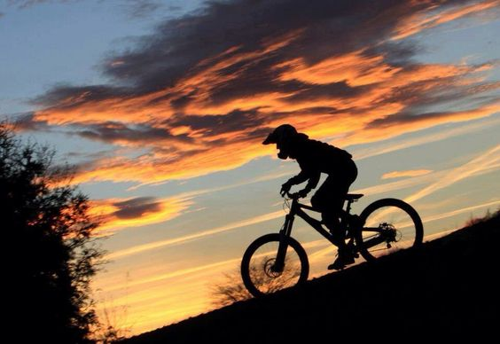Pedaleando al amanecer