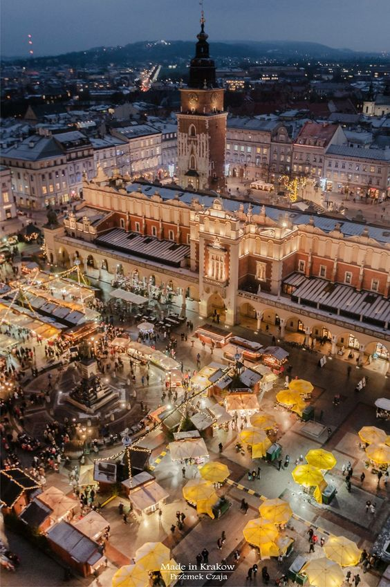 Christmas fair in Kraków, Poland, by Made in Krakow blog. #krakow #cracow #cracovia #cracovie #poland #pologne #polonia #polen #christmas