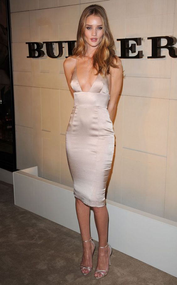 Rosie Huntington-Whiteley - Burberry dress