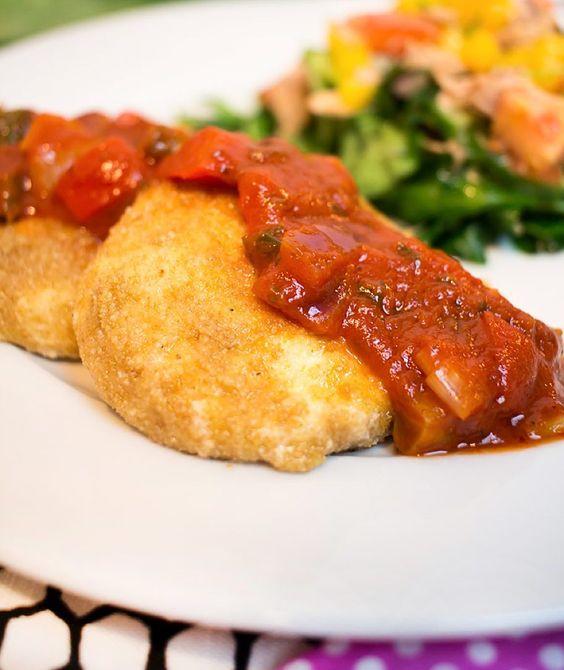 Vielen Dank für eure ganzen Glückwünsche hab mich sehr gefreut  zum Abendessen gab es gebackenen Mozarella an Tomatensoße  Das Rezept findet ihr schon auf meinem Blog (http://ift.tt/1F1IAW2) #lchf #lowcarbköstlichkeiten #abendessen #instafood #lowcarbdeutschland #lowcarb #lowcarbrezept #foodblog #foodblogger #paleo #atkins #keto by lowcarbkoestlichkeiten