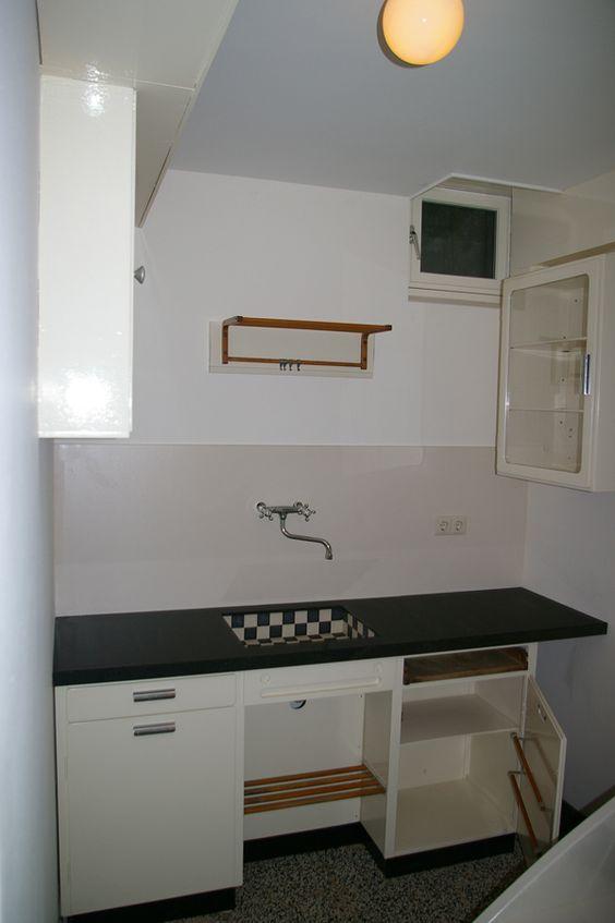 Piet zwart Granieten aanrecht of gootsteen vind ik mooi. Misschien in de bijkeuken of keuken?