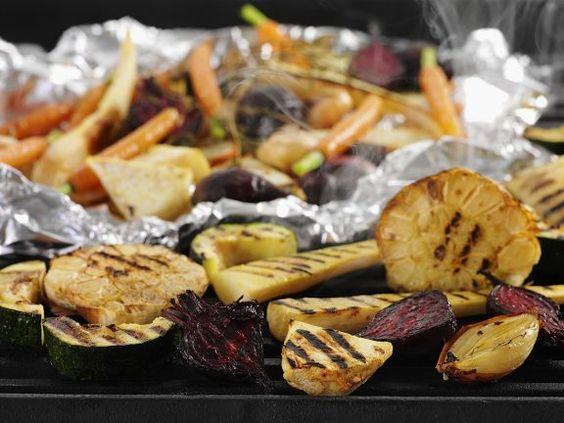 Gegrilltes Gemüse ist ein Rezept mit frischen Zutaten aus der Kategorie Wurzelgemüse. Probieren Sie dieses und weitere Rezepte von EAT SMARTER!