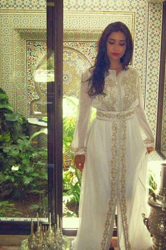 Kaftan Maghribi Moderne : Caftan blanc de luxe confectionné sur mesure pour les