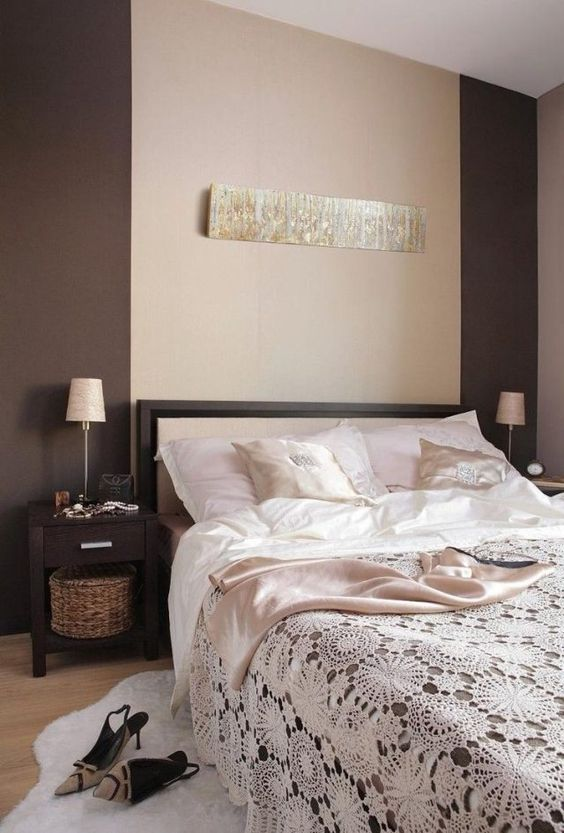 wandfarbe schlafzimmer braun beige geh ckelte tagesdecke wandgestallung pinterest. Black Bedroom Furniture Sets. Home Design Ideas