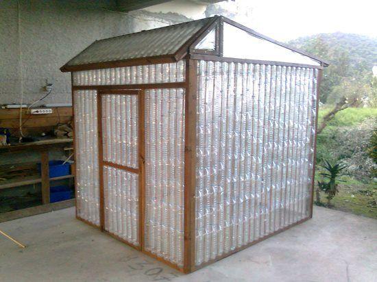 Casetta per attrezzi con riciclo bottiglie di plastica