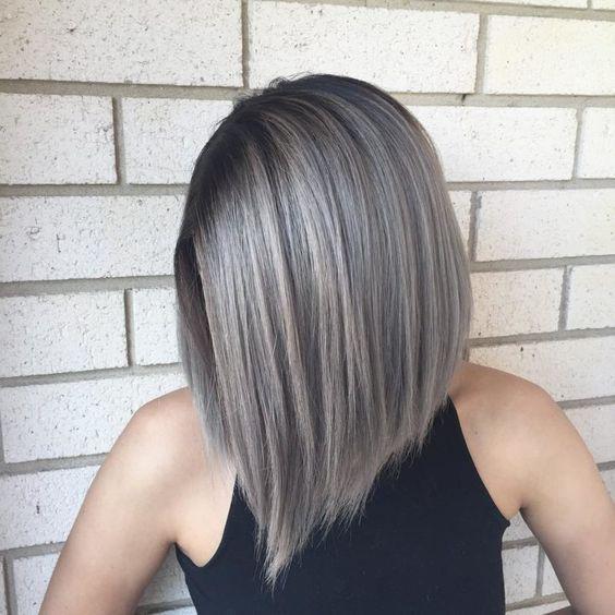 cabelo com luzes platinadas modelo curto