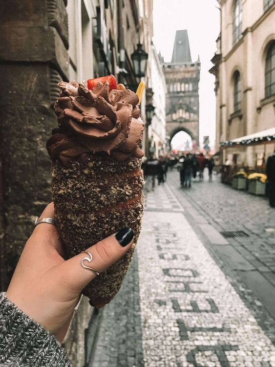 A chocolate turdlnik in Prague, Czech Republic. Click to find out how to travel this city on a budget!