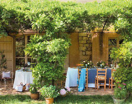 Entre vino y rosas: el jardín de la alegría