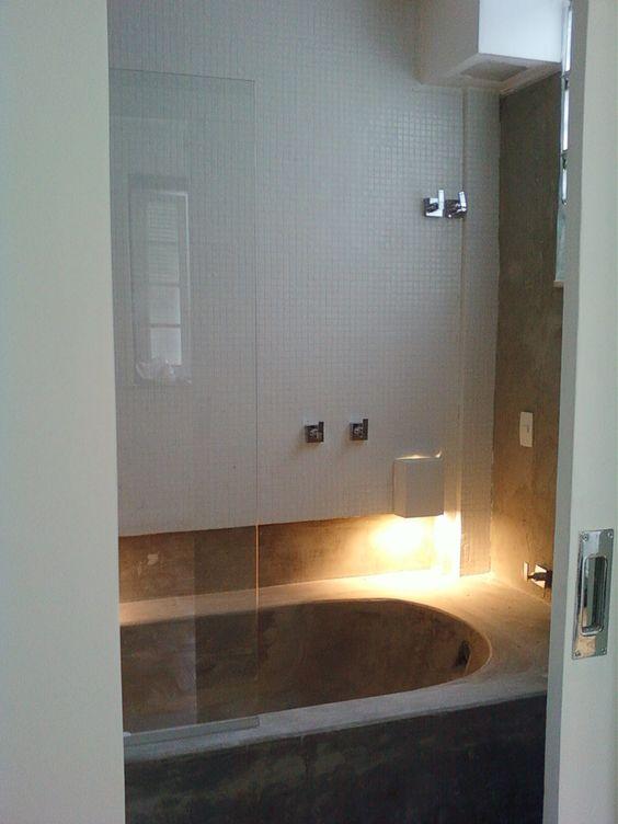 banheira de cimento queimado  apartamento no Jardim Botânico  projeto Marga -> Banheiro Com Banheira De Cimento