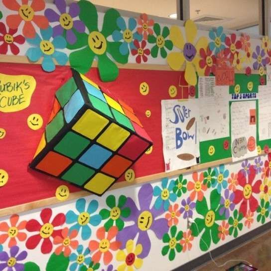 Decoración para el colegio: fotos ideas DIY - Cubo de Rubik en la pared