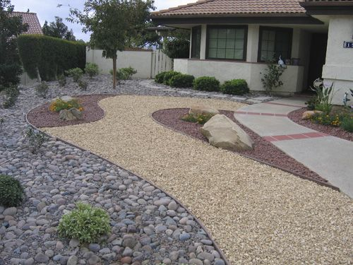 Nice and clean drought tolerant landscaping | Drought-Resistant Landscaping