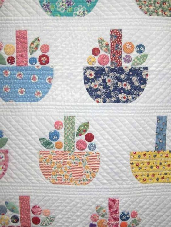 Humble Quilts: the designer of this quilt is Sachiko Yasuda. It is called Buds in A Basket - Picmia: