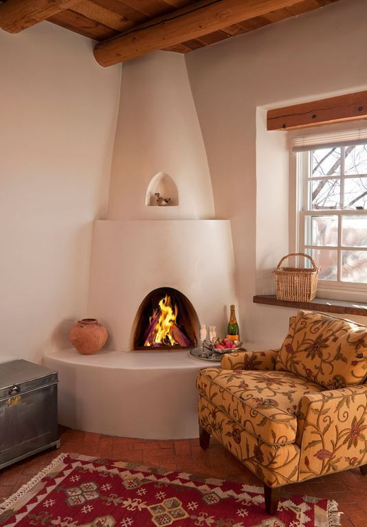 Authentic Southwest Elegance Walk To Plaza Kiva Fireplaces