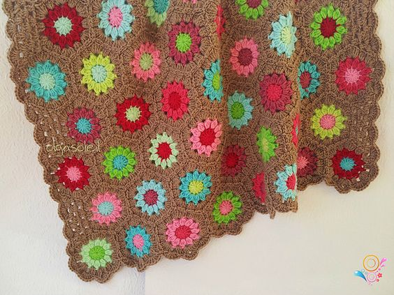 Ravelry: Project Gallery for patterns from Granny Squares: 20 crochet projects with a vintage vibe