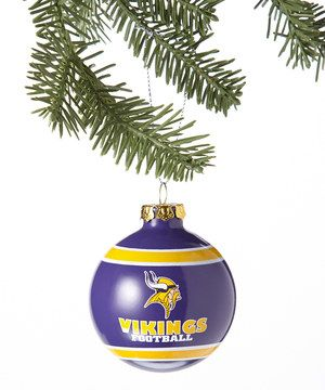 Show off team pride with this touchdown of a tree topper. Boasting the official team colors and logo, this sporty ornament is well worth cheering for.