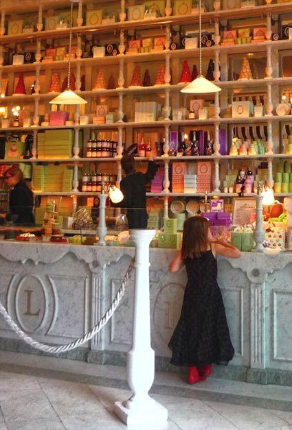 Tienda de Ladurée en BCN también!!:
