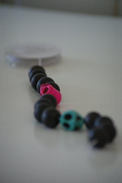 Hobbyvimsa: Scull armbånd lag det selv.