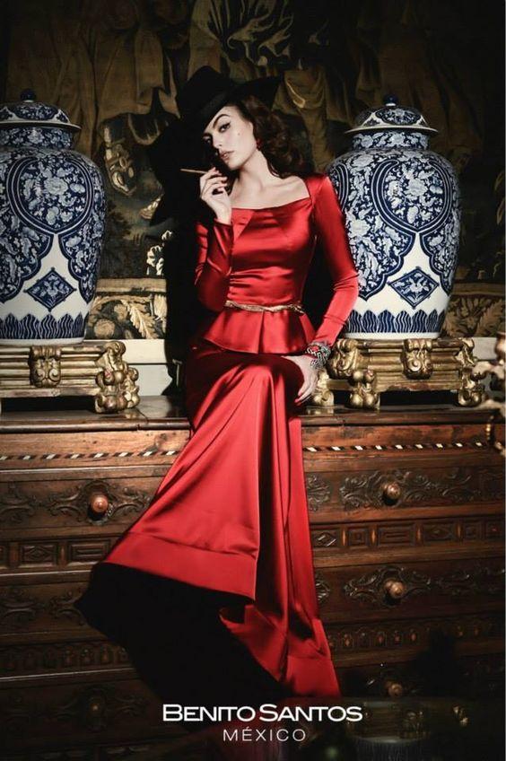 Colección a cargo del Diseñador Mexicano:                BENITO SANTOS  Inspirado en la Gran Diva Maria Felix Portados por la Hermosa Ximena Navarrete.  Make up: Victor Guadarrama.  #MariaFelix #Diva #Moda #Vintage