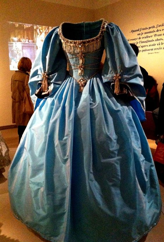 Looks like one of the dresses the Queen Mother wore in Man in the Iron Mask.