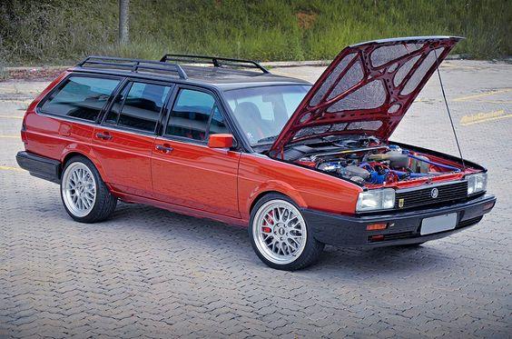 Quantum CS restaurada e projeto exclusivo - O carro está na mesma família desde os anos 80. Ficou encostada por muitos anos e precisou de uma restauração, mas aproveitaram para criar um projeto voltado a performance. Confira!
