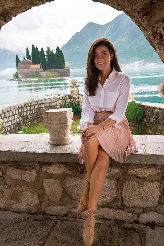 Sarah Vickers of Classy Girls Wear Pearls wears a GANT shirt, BANANA REPUBLIC skirt, J.CREW belt, and ZARA shoes. (October 28, 2015)