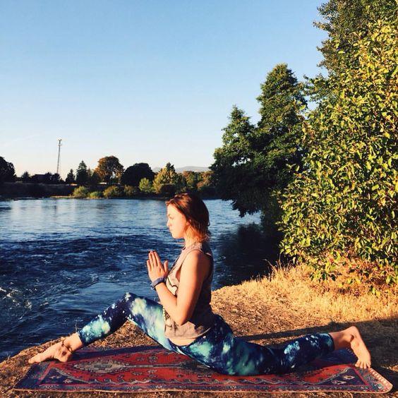 Love and let love in ❤️ #yoga #yogi #yogababe #yogafodasoul #yogaeverydamnday #oregon #outdooryogi #nature #namaste #bendy #bodypositivity #fitgirls #fortheloveofyoga #feeltheyogahigh #aries #asana #ashtanga #VSCOcam