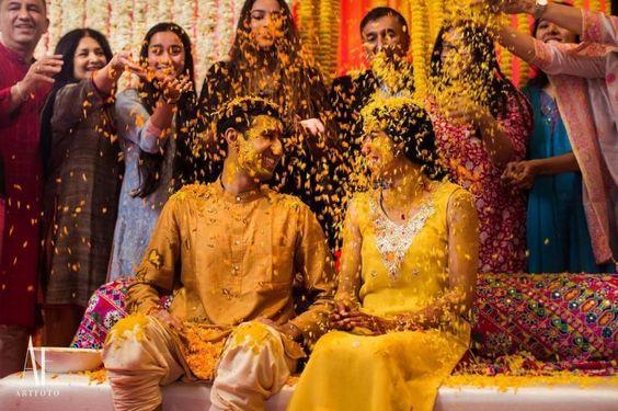Candid Haldi Ceremony Photos Which Are Totally Awwdorable! #shaadiwish #indianwedding #haldi #bridalhaldi #groomhaldi #haldiphotos #weddingphotography