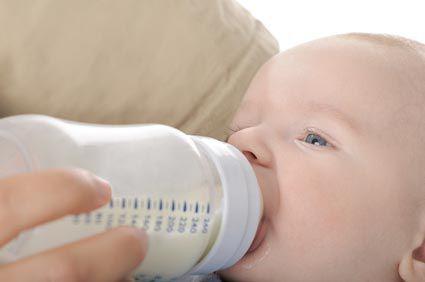 Le moment du sevrage est une étape de l'allaitement maternel qui peut être vécu avec sérénité et tranquilité ! Une bonne préparation psychique accompagné de bons conseils pratiques vous permettront de ne pas appréhender ce moment du sevrage de bébé au sein  et ainsi vivre votre allaitement avec votre bébé sereinement et jusqu'au bout! Le sevrage : comment arrêter l'allaitement au sein de bébé - l'allaitement maternel au sein de bébé: articles, conseils et informations pour bien allaiter…