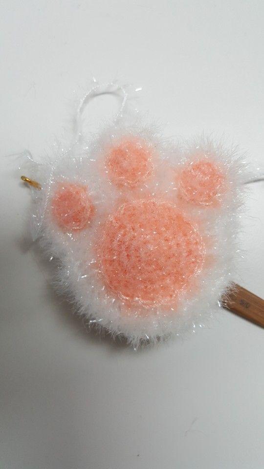 오늘은 귀염귀염한 수세미에요 고양이 발바닥 수세미 이걸로 설겆이를 할수 있을까 모르겠지만 ㅋ 코바늘 크로셰 뜨개질 패턴