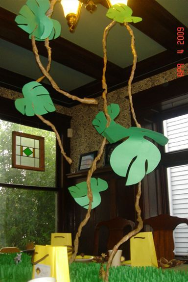 love these vines and leaves for a monkey theme... in the corner over my table and library area?: